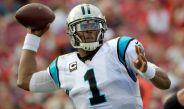 Newton hace un lanzamiento durante un juego con Panthers