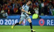 Buffon celebra durante un partido de la Euro 2016