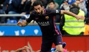 Arda Turan conduce el balón en un juego del Barcelona