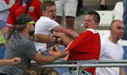 Ultras rusos se enfrentan a aficionados de Inglaterra