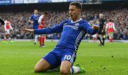Eden Hazard festeja su anotación contra el Arsenal en Premier