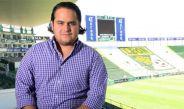 Martínez Munguía posa en el Estadio León