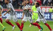 Fabián celebra emocionado su primer tanto contra el Augsburg