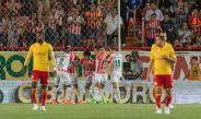 Jugadores de Morelia se lamentan mientras Necaxa celebra