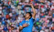 Ángel Mena agradece al cielo tras anotar el penalti frente a Chivas