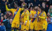 Benteke celebra su primera anotación contra el Liverpool