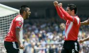 Leandro Velázquez y Ángel Reyna festejn un gol contra Pumas