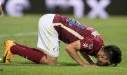 Oribe Peralta besa el pasto del estadio Corona tras conseguir su tanto 150