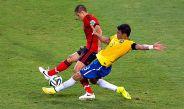 Chicharito recibe una entrada de Silva en Brasil 2014