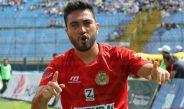 Kamiani festeja una anotación en el futbol de Guatemala