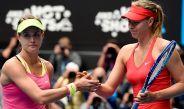 Bouchard y Sharapova se saludan tras un partido en el Aus Open