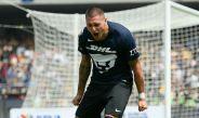 Nico Castillo celebra un gol con los Pumas