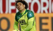 Ochoa, cabizbajo tras recibir un gol en partido de La Liga