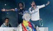 Marcelo y Ramos festejan el título 33 del Real Madrid en Liga