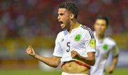 Diego Reyes celebra un gol con la Selección Mexicana