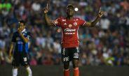 Avilés Hurtado festeja un gol con Xolos