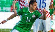 Chicharito corre tras convertirse en el goleador histórico del Tri