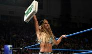 Carmella presume el maletín de Money in the Bank
