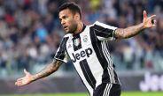 Alves celebra un gol con Juventus