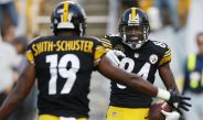 Antonio Brown celebra con JuJu Smith-Schuster después de anotar
