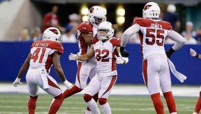 Tyrann Matheu celebrando la intercepción que encaminó a Cardinals a la victoria