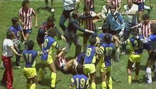 Jugadores de América y Chivas pelean con todo