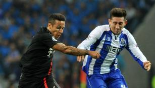 Héctor Herrera en un partido con Porto