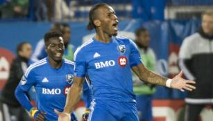 Didier Drogba festeja uno de sus goles contra Toronto