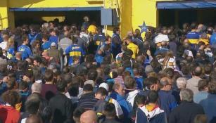 Gente ingresando a La Bombonera sin boleto