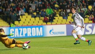 Momento en que Cortés define su gol