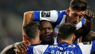 Layún y Herrera festejando una anotación del Porto