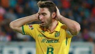 Boselli se lamenta en un partido de León