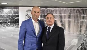 Pérez posa junto a Zidane