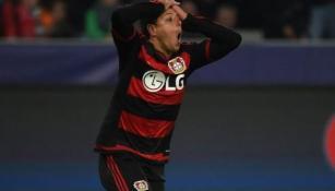 Chicharito, incrédulo en un juego del Leverkusen