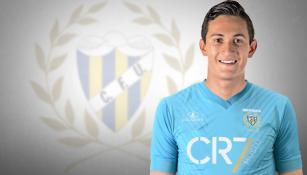Gudiño posa con la playera del Unión de Madeira