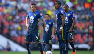 Jugadores de América, durante un partido en el Azteca