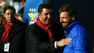 Rui Vitória saluda a Andre Villas Boas, entrenador del Zenit