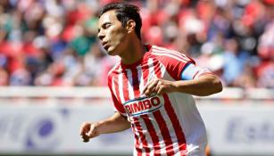Bravo se lamenta tras fallar una oportunidad con Chivas