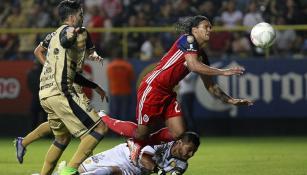 Gullit Peña cae en el área de Dorados