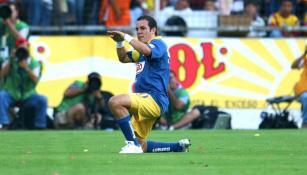 Cuauhtémoc Blanco festeja un gol