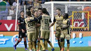 Jugadores de Dorados festejan un gol contra Atlas