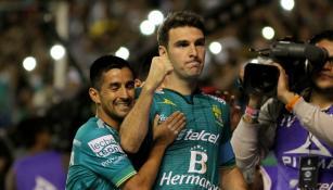 Mauro Boselli festeja uno de sus dos goles frente a Toluca