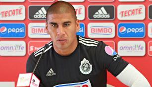 Carlos Salcido en conferencia de prensa con Chivas