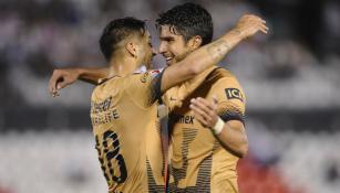 Sosa y Herrera festejan gol contra Olimpia