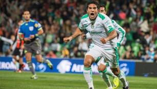 Bravo festeja el primer gol del partido contra Tuzos