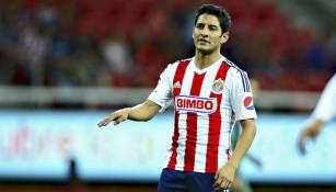Ángel Reyna se queja en partido de Chivas