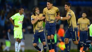 Britos y Herrera felicitan a Ruíz por su gol contra Táchira