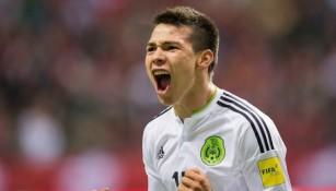 Lozano feteja su gol con la Mayor