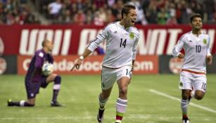 Chicharito festeja su anotación contra Canadá