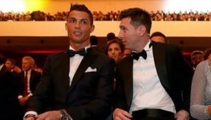 CR7 y Messi platican en la gala del Balón de Oro